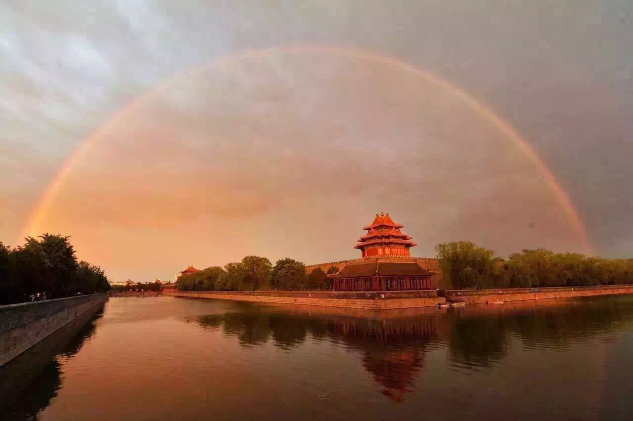 北京雨后出现罕见双彩虹