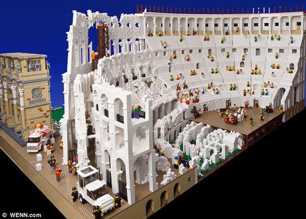 20万块乐高积木搭出罗马角斗场