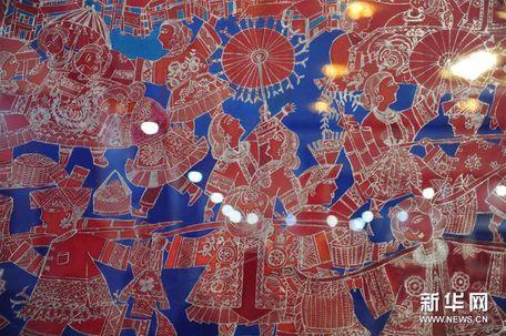 """(6)8月3日在""""中国梦·侗乡情--广西柳州三江农民画晋京展""""上拍摄的"""