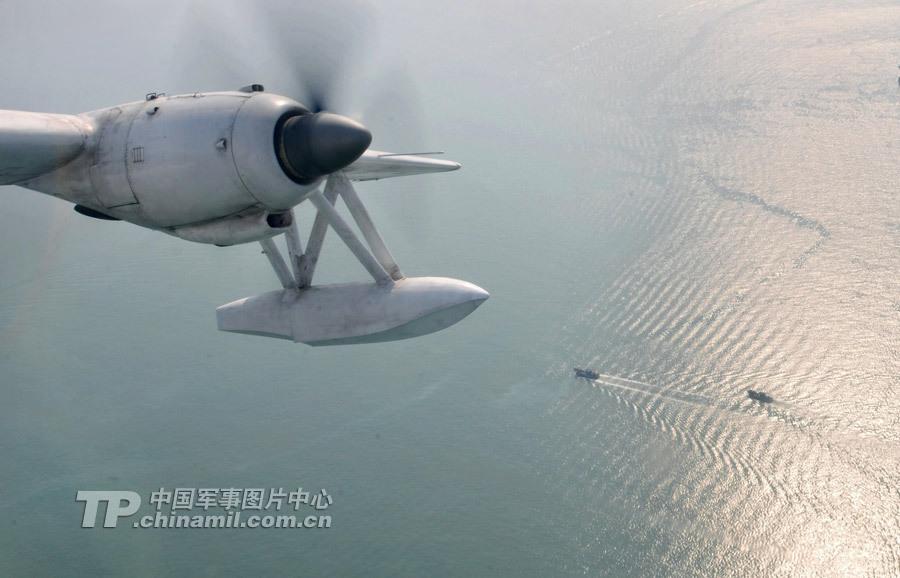 水上飞机分为船身式即按水面滑行要求设计的特殊形状的机身或浮筒式把