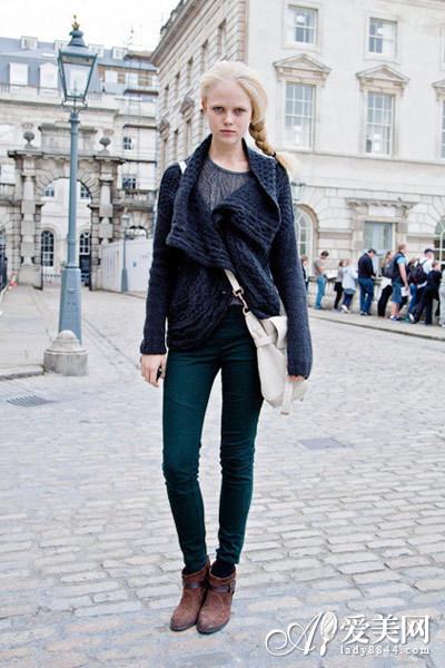 搭配示范:深灰色翻领毛衣外套+灰色毛衣+墨绿色铅笔