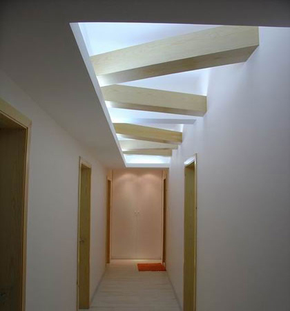 客厅进门玄关效果图:走廊吊顶装修效果图,几何造型很有创意.-客