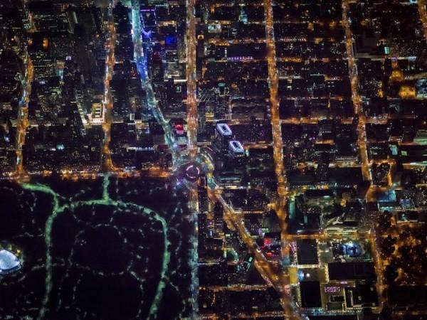"""摄影师乘直升机夜袭纽约 拍摄绝美""""电路板""""奇景"""