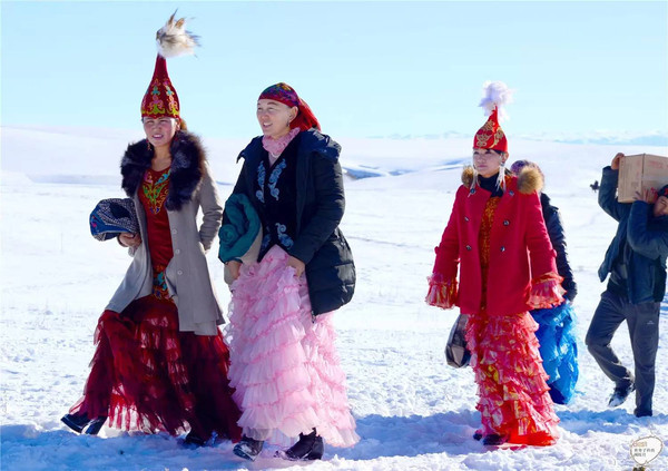 在阿乌利亚看哈萨克族民俗