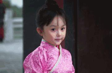 皇sei-小嬴稷的出场同样萌哭了众人   还神奇的撞脸张艺兴   然而,幼年时期